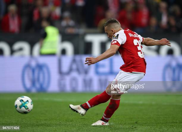 Pablo de Blasis of Mainz scores the penalty goal during the Bundesliga match between 1 FSV Mainz 05 and SportClub Freiburg at Opel Arena on April 16...