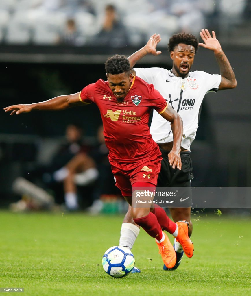 Pablo Dyego (L) of Fluminense and Rene Junior of Corinthinas in action during the match between Corinthinas and Fluminense for the Brasileirao Series A 2018 at Arena Corinthians Stadium on April 15, 2018 in Sao Paulo, Brazil.