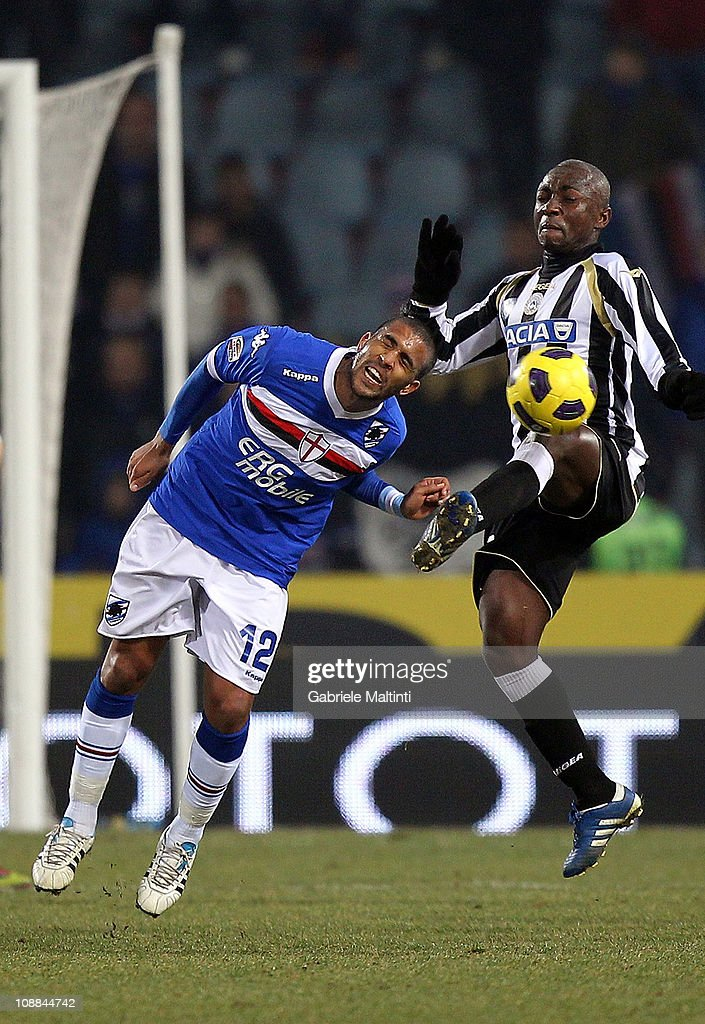 Pablo Estifer Armero of Udinese Calcio fights for the ball with Fernando Damian Tissone (L) of UC Sampdoria during the Serie A match between Udinese Calcio and UC Sampdoria at Stadio Friuli on February 5, 2011 in Udine, Italy.