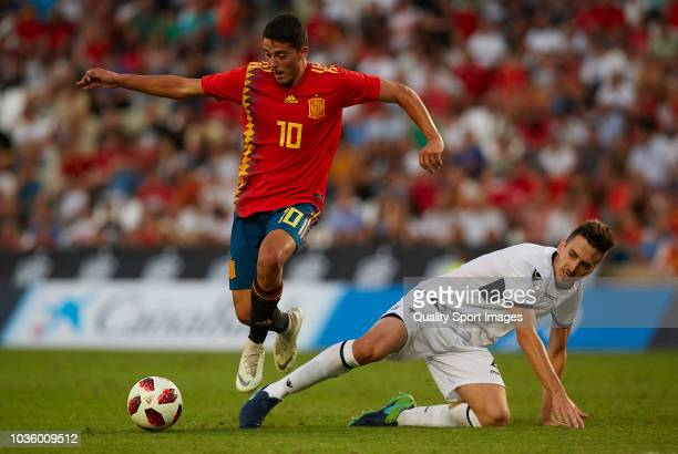 Pablo Fornals of Spain competes for the ball with Leonardo Maloku of Albania during the 2019 UEFA Under 21 qualifier match between Spain U21 and...