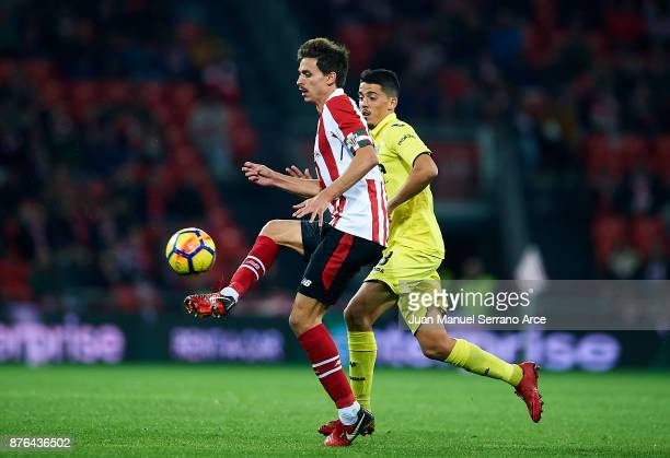 Pablo Fornals of Villarreal CF competes for the ball with Ander Iturraspeof Athletic Club during the La Liga match between Athletic Club Bilbao and...