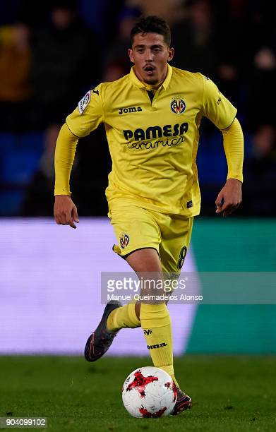 Pablo Fornals of Villarreal runs with the ball during the Copa del Rey Round of 16 second Leg match between Villarreal CF and Leganes at Estadio de...