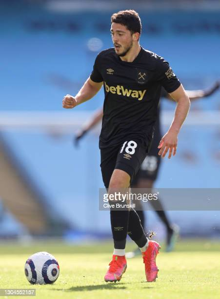 Pablo Fornals of West Ham United runs with the ball during the Premier League match between Manchester City and West Ham United at Etihad Stadium on...