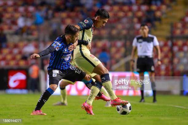 Pablo Gomez of Queretaro fights for the ball with Salvador Reyes of America during the 1st round match between Queretaro and America as part of the...