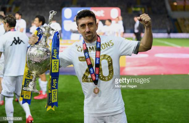 Pablo Hernandez of Leeds United celebrates with the trophy after the Sky Bet Championship match between Leeds United and Charlton Athletic at Elland...