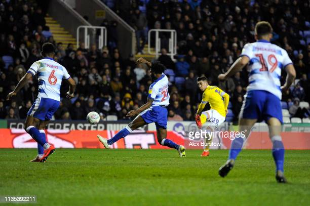 Pablo Hernandez of Leeds United scores his team's third goal during the Sky Bet Championship match between Reading and Leeds United at Madejski...