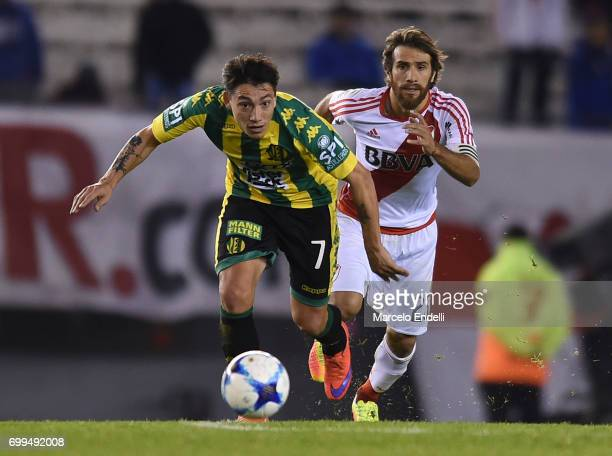 Pablo Luguercio of Aldosivi fights for ball with Leonardo Ponzio of River Plate during a match between River Plate and Aldosivi as part of Torneo...