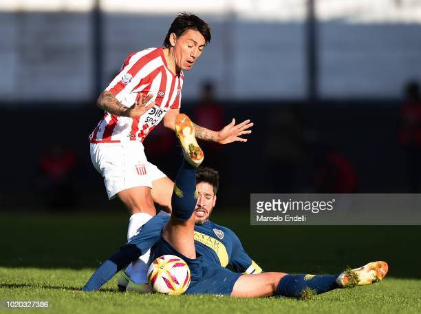 Pablo Luguercio of Estudiantes fights for the ball with Pablo Perez of Boca Juniors during a match between Estudiantes and Boca Juniors as part of...