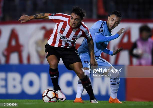 Pablo Luguercio of Estudiantes La Plata fights for the ball with Pepe of Gremio during a round of sixteen first leg match between Estudiantes de La...