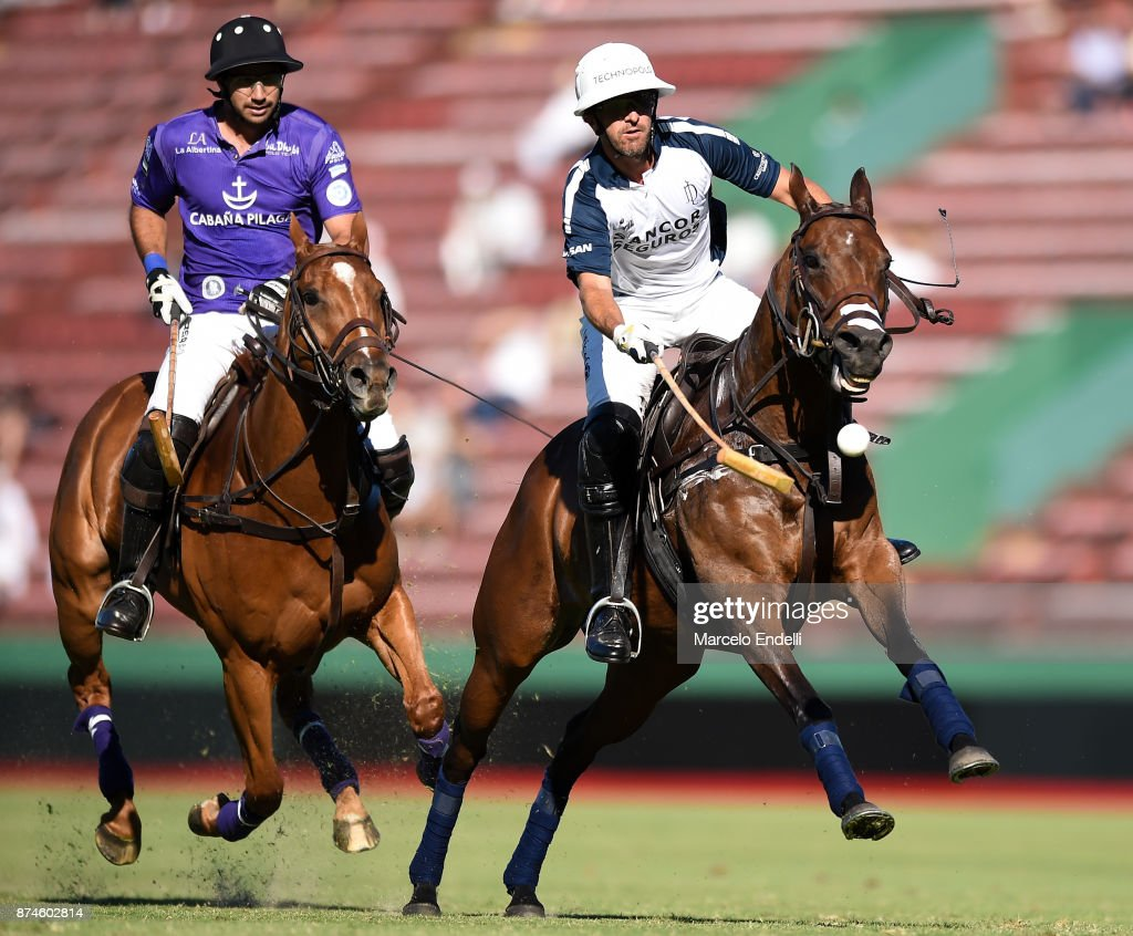 Pablo Mac Donough of La Dolfina competes for the ball with Santiago Toccalino of La Albertina during a match between La Dolfina and La Albertina as part of the HSBC 124° Argentina Polo Open at Campo Argentino de Polo on November 11, 2017 in Buenos Aires, Argentina.