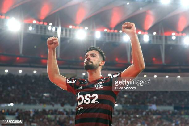 Pablo Mari of Flamengo celebrates after scoring during a second leg semi-final match between Flamengo and Gremio as part of Copa CONMEBOL...