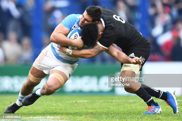 Pablo Matera of Argentina is Ardie Savea of New Zealand during a match between Argentina and New Zealand as part of The Rugby Championship 2019 at...
