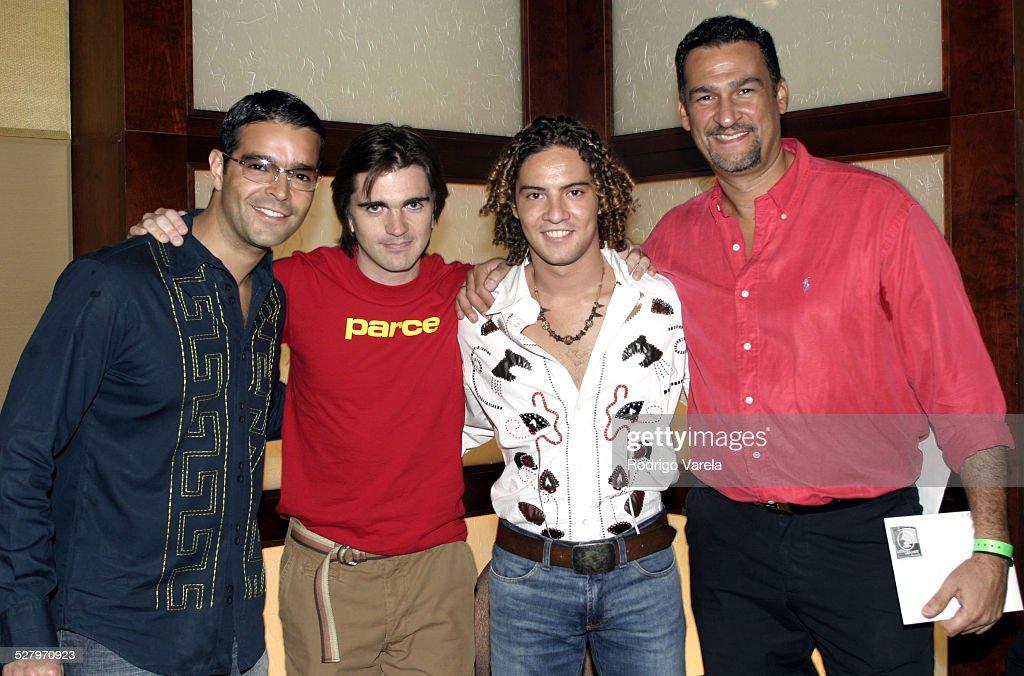 ¿Cuánto mide Juanes? - Real height - Página 5 Pablo-montero-juanes-david-bisbal-and-kike-santander-picture-id527970923