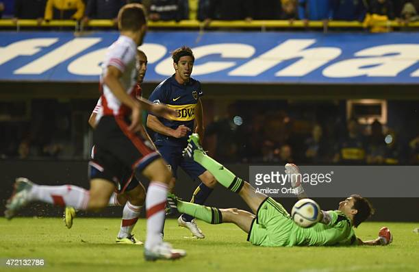 Pablo Perez of Boca Juniors scores during a match between Boca Juniors and River Plate as part of 11th round of Torneo Primera Division 2015 at...