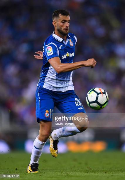 Pablo Piatti of RCD Espanyol runs with the ball during the La Liga match between Espanyol and Levante at CornellaEl Prat stadium on October 13 2017...