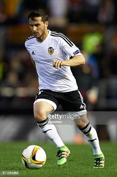 Pablo Piatti of Valencia runs with the ball during the UEFA Europa League round of 32 first leg match between Valencia CF and Rapid Vienna at Estadi...