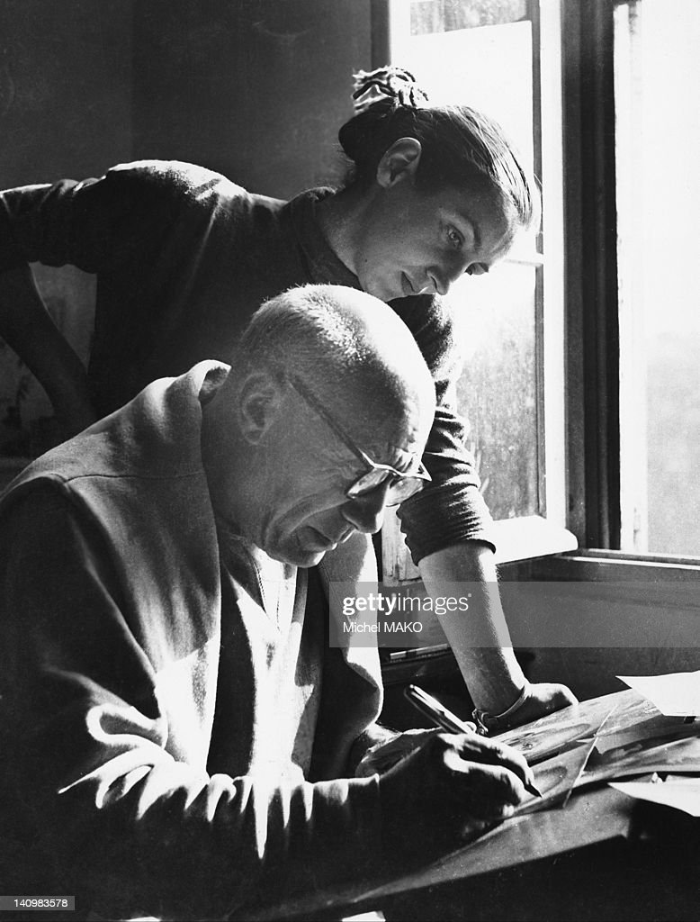 Pablo Picasso And Francoise Gillot : News Photo