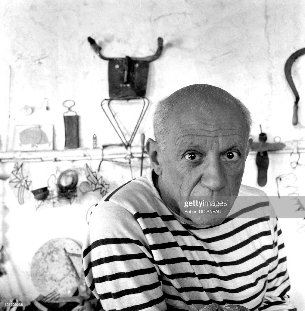 pablo picasso in vallauris atelier nachrichtenfoto getty. Black Bedroom Furniture Sets. Home Design Ideas