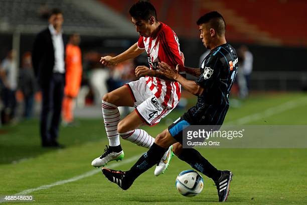 Pablo Rosales of Estudiantes fights for the ball with Oscar Romero of Racing during a match between Estudiantes and Racing Club as part of eighth...