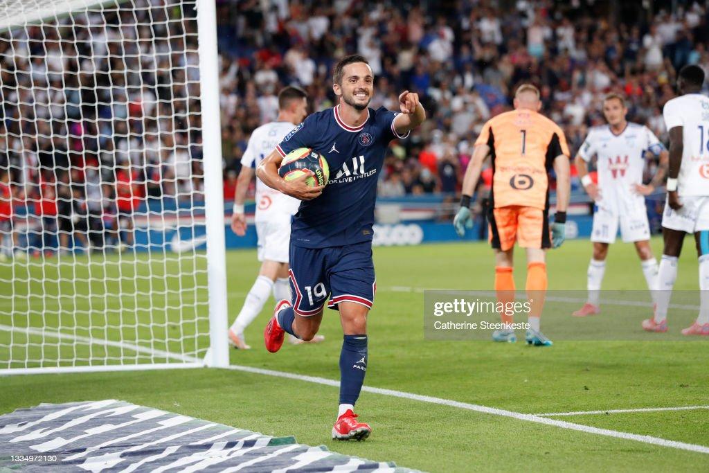 Paris Saint Germain v RC Strasbourg - Ligue 1 Uber Eats : News Photo