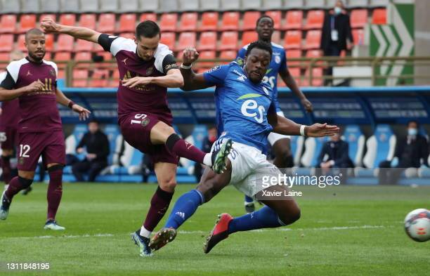 Pablo Sarabia of Paris Saint-Germain scores a goal during the Ligue 1 match between Strasbourg and Paris at Stade de la Meinau on April 10, 2021 in...