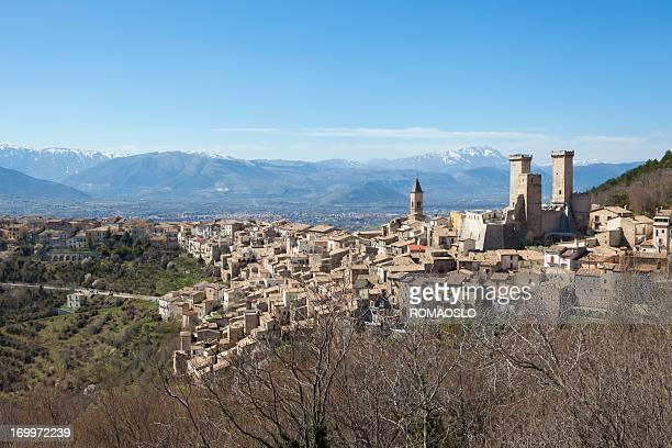 Pacentro skyline di primavera, Abruzzo Italia