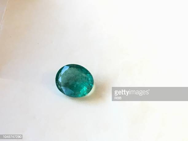 pachu stone (emerald gemstone) - emerald gemstone stock pictures, royalty-free photos & images