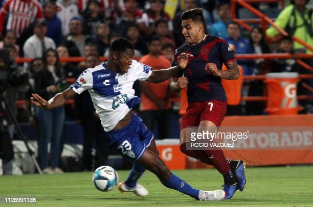 Pachuca's Colombian defender Oscar Murillo vies for the ball with Guadalajara's Mexican foward Alexis Vega during the Mexican Clausura tournament...