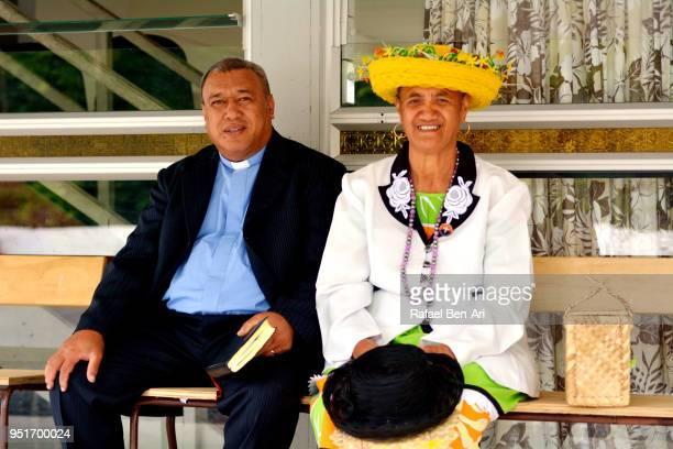 pacific islander pastor and his wife - rafael ben ari fotografías e imágenes de stock