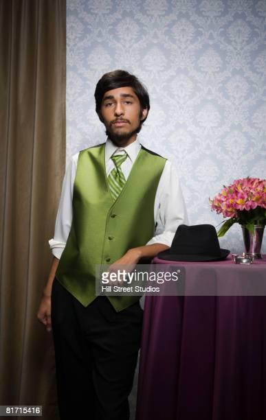 pacific islander teenaged boy wearing suit - 男性用ベスト ストックフォトと画像