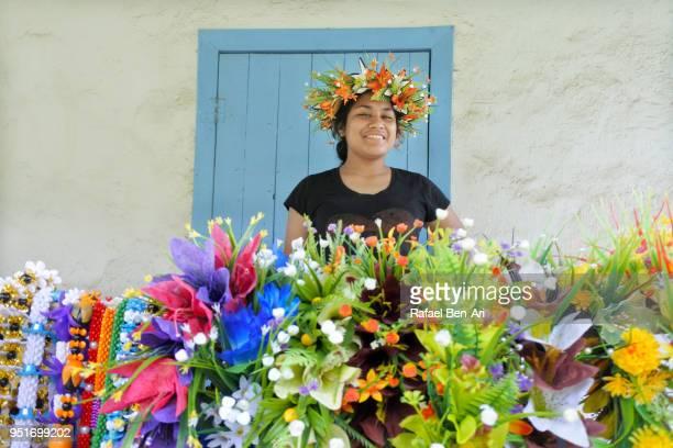 pacific islander woman wearing a wreath - rafael ben ari fotografías e imágenes de stock