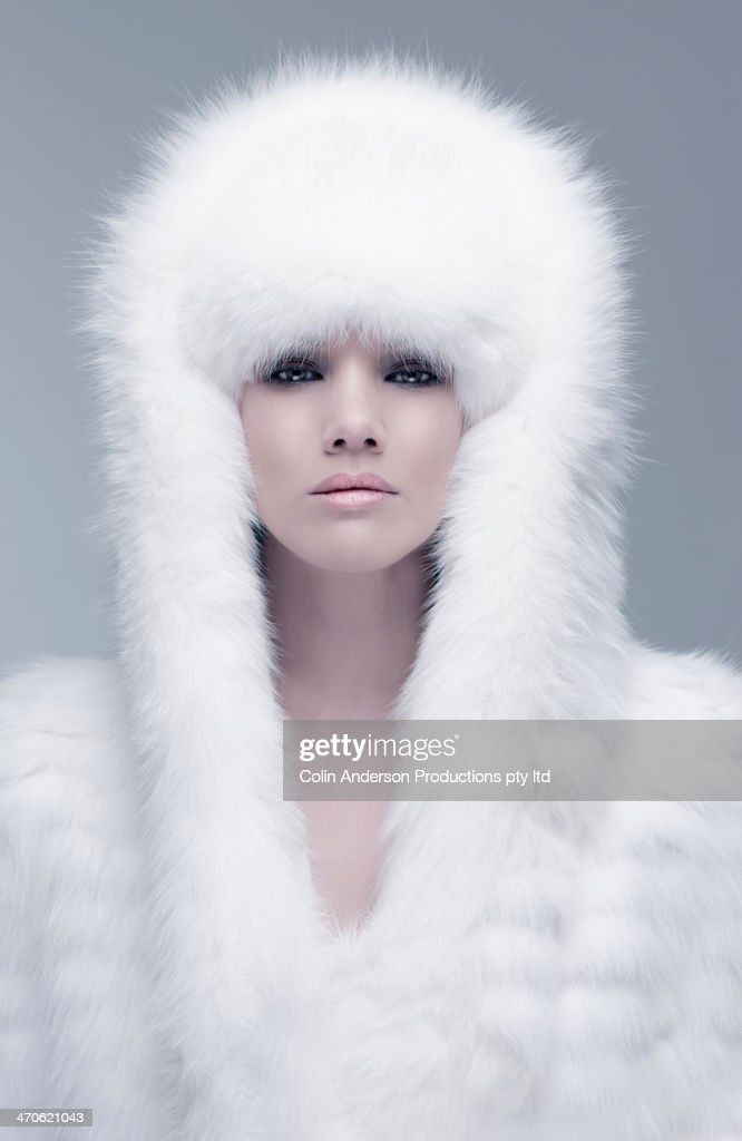 Pacific Islander woman wearing fur hood : Stock Photo