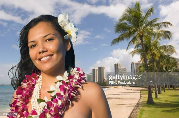 pacific islander woman wearing lei - beautiful polynesian women stock photos and pictures
