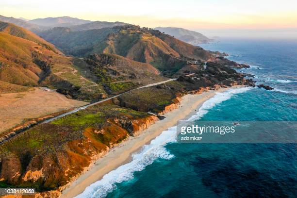 pacific ocean in big sur - california stockfoto's en -beelden