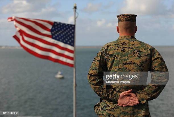 pacific ocean, february 14, 2012 - sailors and marines aboard uss bonhomme richard man the rails as the ship leaves san diego, california. - american flag ocean stock pictures, royalty-free photos & images