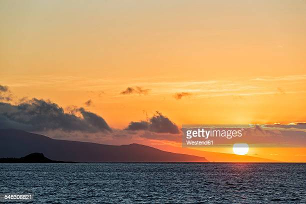 pacific ocean, galapagos islands, sunset above santa cruz island - santa cruz island galapagos islands stock pictures, royalty-free photos & images