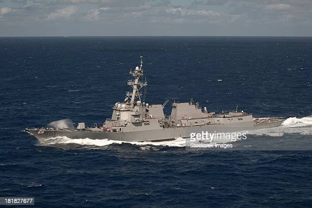 pacific ocean, january 31, 2013 - the arleigh burke-class guided-missile destroyer uss stockdale (ddg 106) transits the western pacific ocean.  - contratorpedeiro - fotografias e filmes do acervo