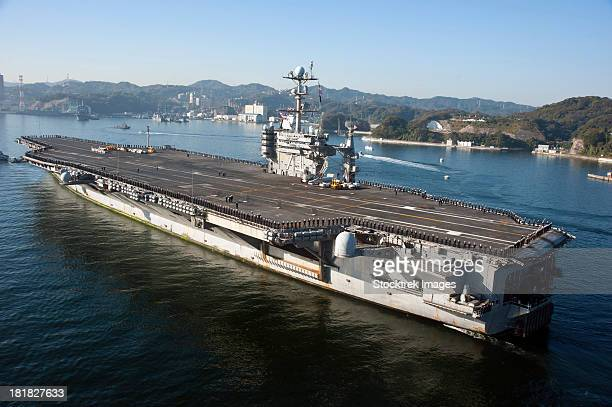 pacific ocean, november 20, 2012 - the aircraft carrier uss george washington transits tokyo bay to its forward operating location of yokosuka, japan. - uss george washington stock photos and pictures