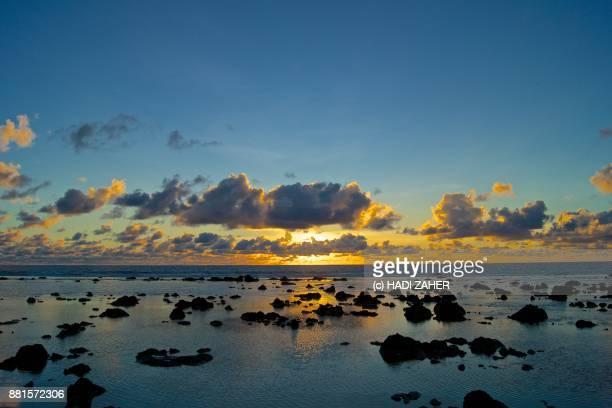 pacific sunrise   nauru - nauru stock-fotos und bilder
