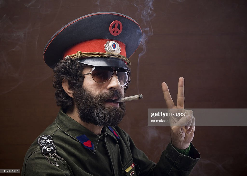 Pacifist general in military officier uniform making peace sign : Stock Photo