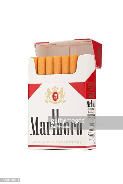 paquete de marlboro cigarrillos por phillip morris - marlboro fotografías e imágenes de stock
