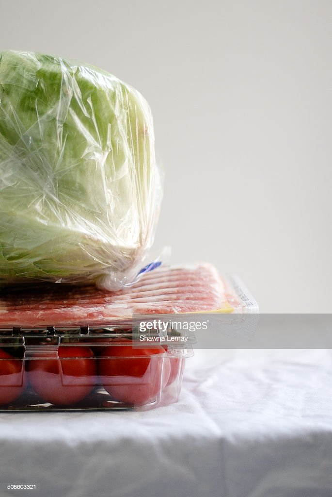Packaged bacon, lettuce and tomato. : Foto de stock