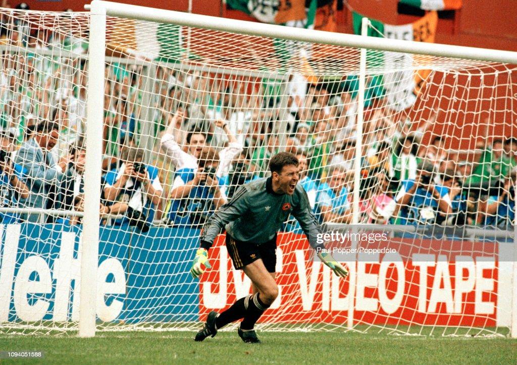 Republic of Ireland v Romania - 1990 FIFA World Cup 2nd Round : News Photo