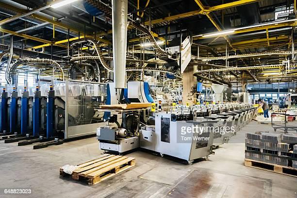 packing line in a printery - produktionsgerät stock-fotos und bilder