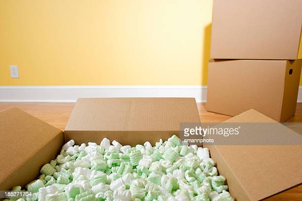 packing peanuts - cmannphoto stock pictures, royalty-free photos & images