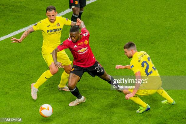 Paco Alcacer of Villarreal CF, Aaron Wan-Bissaka of Manchester United and Moi Gomez of Villarreal CF battle for the ball during the UEFA Europa...