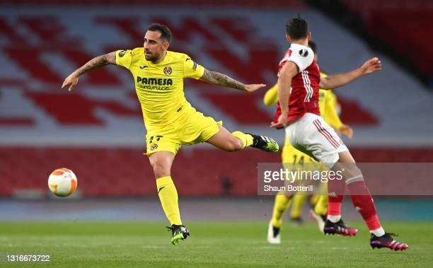 Paco Alcacer of Villarreal CF battles for possession with Pablo Mari of Arsenal during the UEFA Europa League Semi-final Second Leg match between...