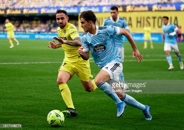 Paco Alcacer of Villarreal CF competes for the ball with Denis Suarez of RC Celta during the La Liga Santander match between Villarreal CF and RC...