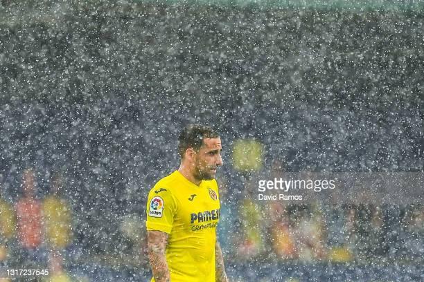 Paco Alcacer of Villarreal CF looks on under a heavy rain during the La Liga Santander match between Villarreal CF and RC Celta at Estadio de la...