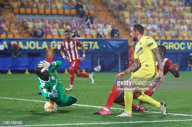 Paco Alcacer of Villarreal CF shoots to score the fourth goal during the UEFA Europa League Group I stage match between Villarreal CF and Sivasspor...